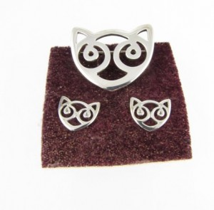 Celtic Cat Brooch and matching earrings - present from my mum.