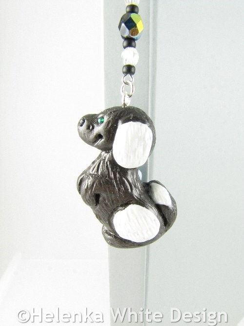 Black dog bookmark - detail