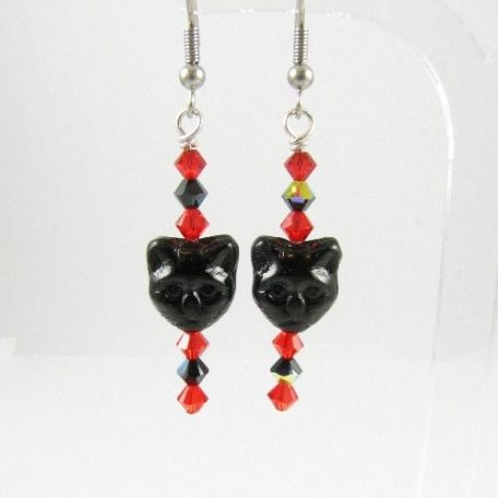 Cat face earrings in red and black