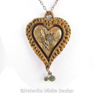 Steampunk heart pendant in celtic bronze - detail
