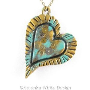 Steampunk heart pendant in green - detail