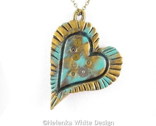 Steampunk heart pendant in green - detail