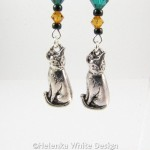 Sitting cat earrings - detail