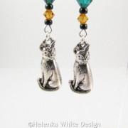 Sitting cat earrings - detail