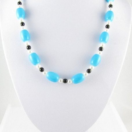 Necklace with Turquoise glass beads