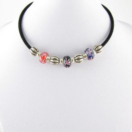 Necklace with flower glass beads