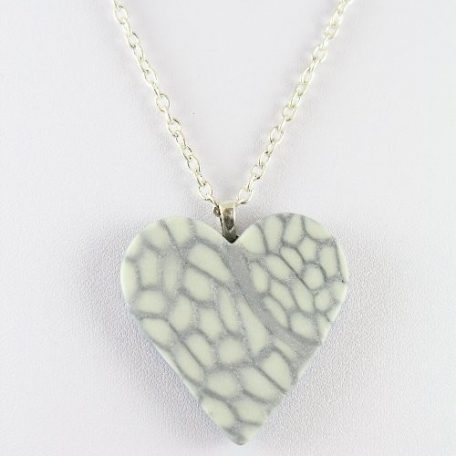 Glow in the dark heart pendant - detail