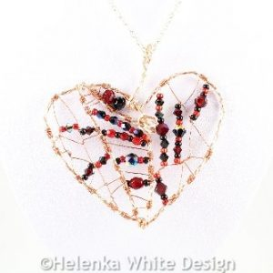 Wire wrapped heart pendant - detail