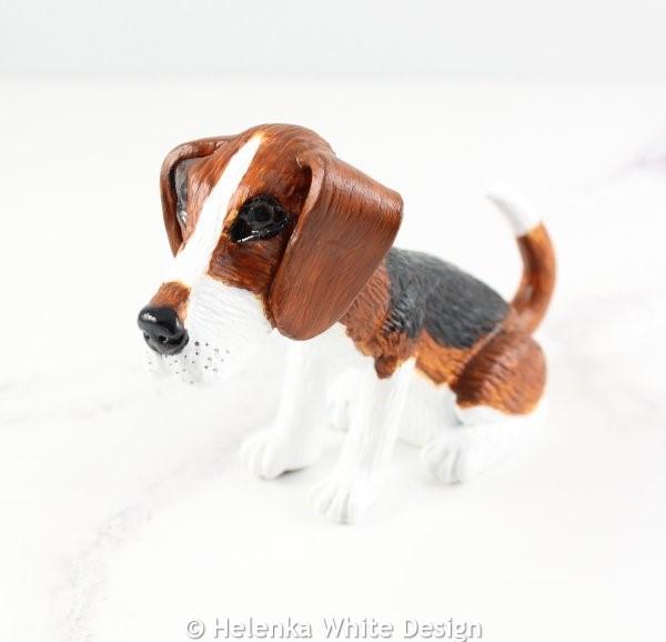 Beagle sculpture - side