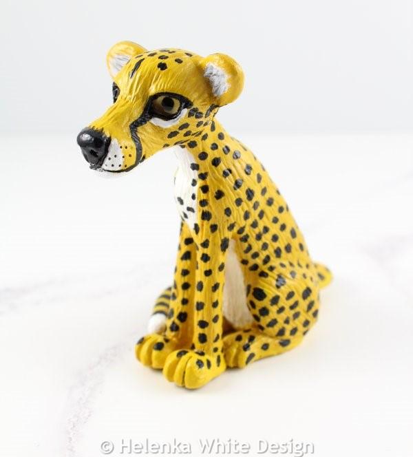 Cheetah sculpture - side